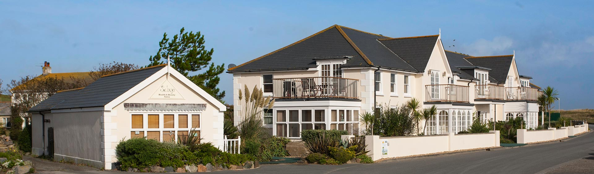 the-bay-guernsey-apartments-1